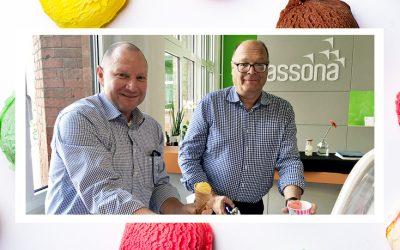 Unsere Chefs werden zum Eisverkäufer-Duo