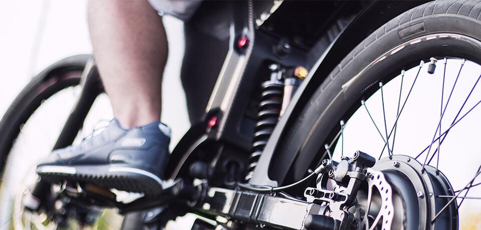 E-Bike kaufen | Mann auf E-Bike