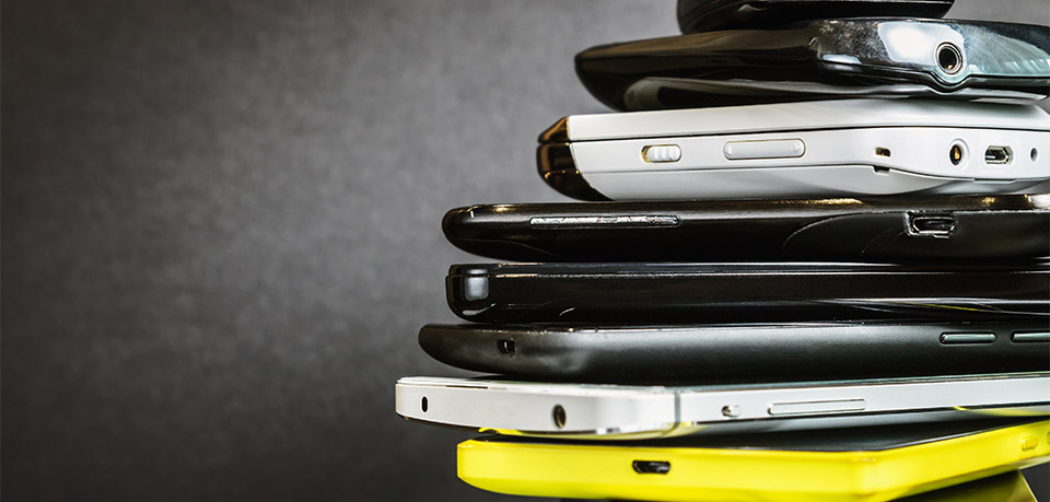 Smartphone-Stapel: Nur Elektroschrott?